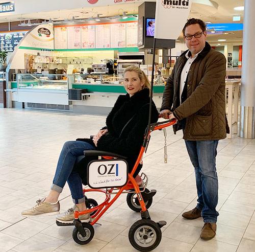 Transportstuhl im Einkaufszentrum multi Süd in Leer
